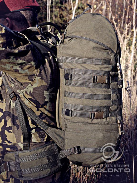 Jak sedí vojenský batoh na zádech