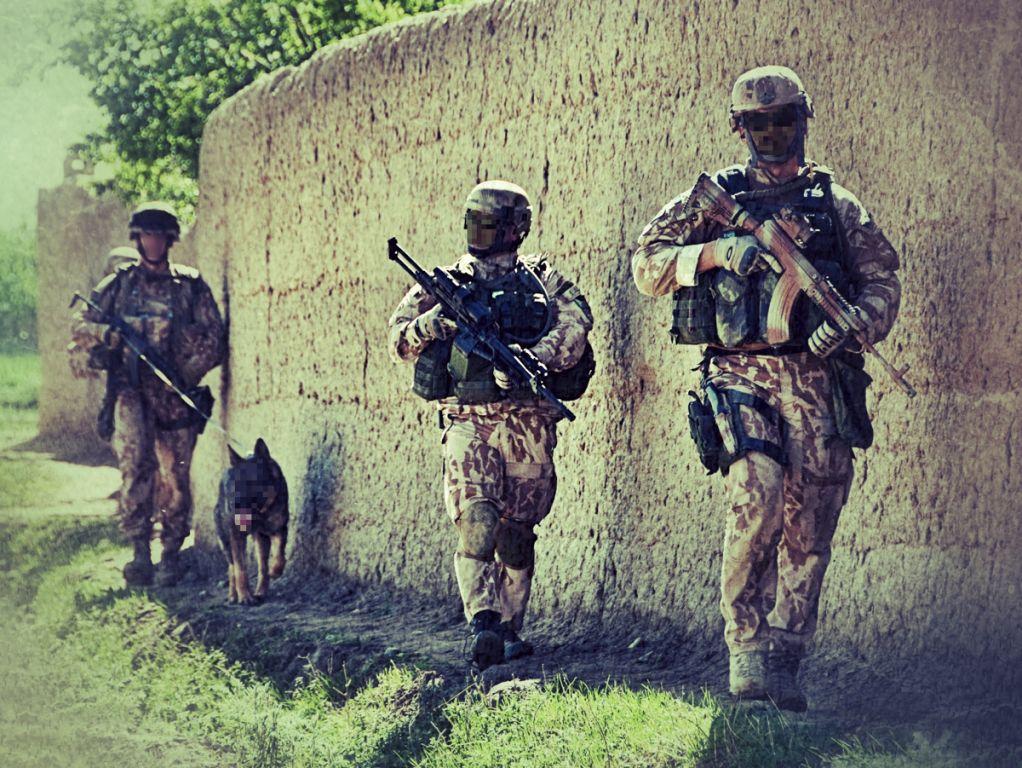 Taktické rukavice ve vojenském prostředí