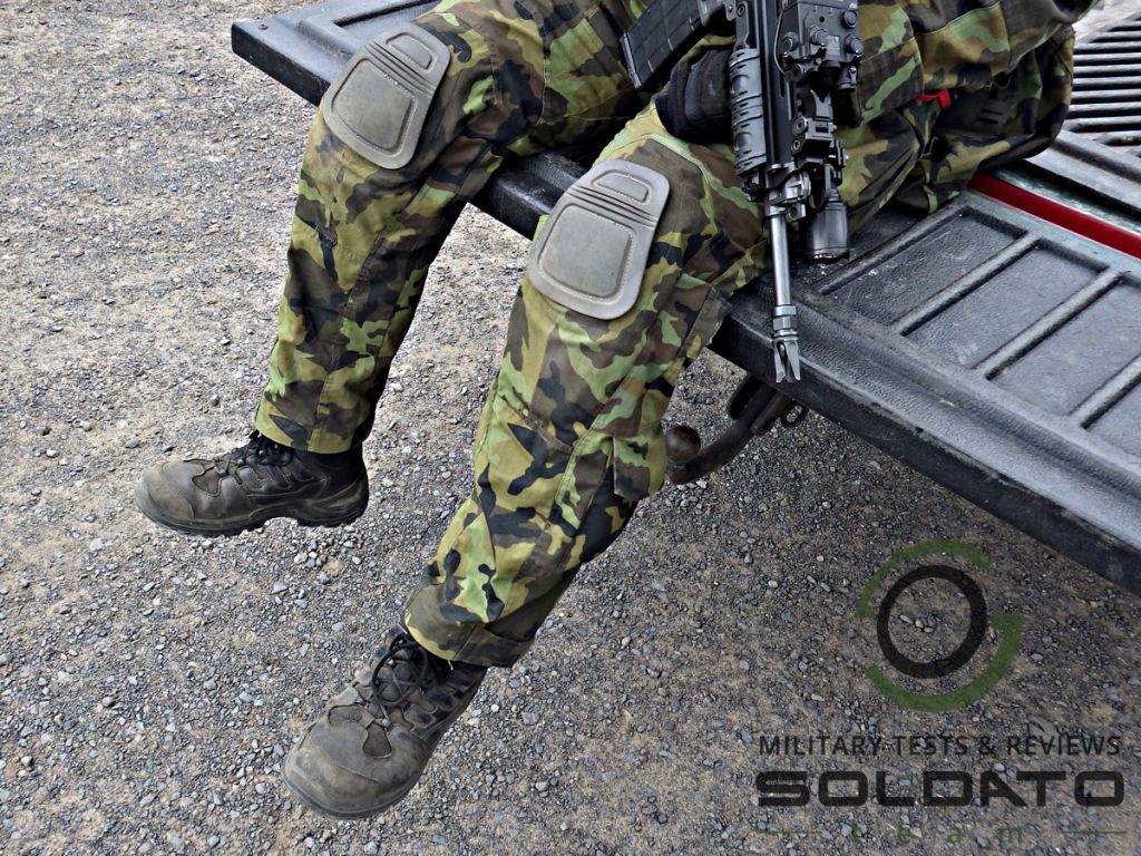 Voják na vozidle