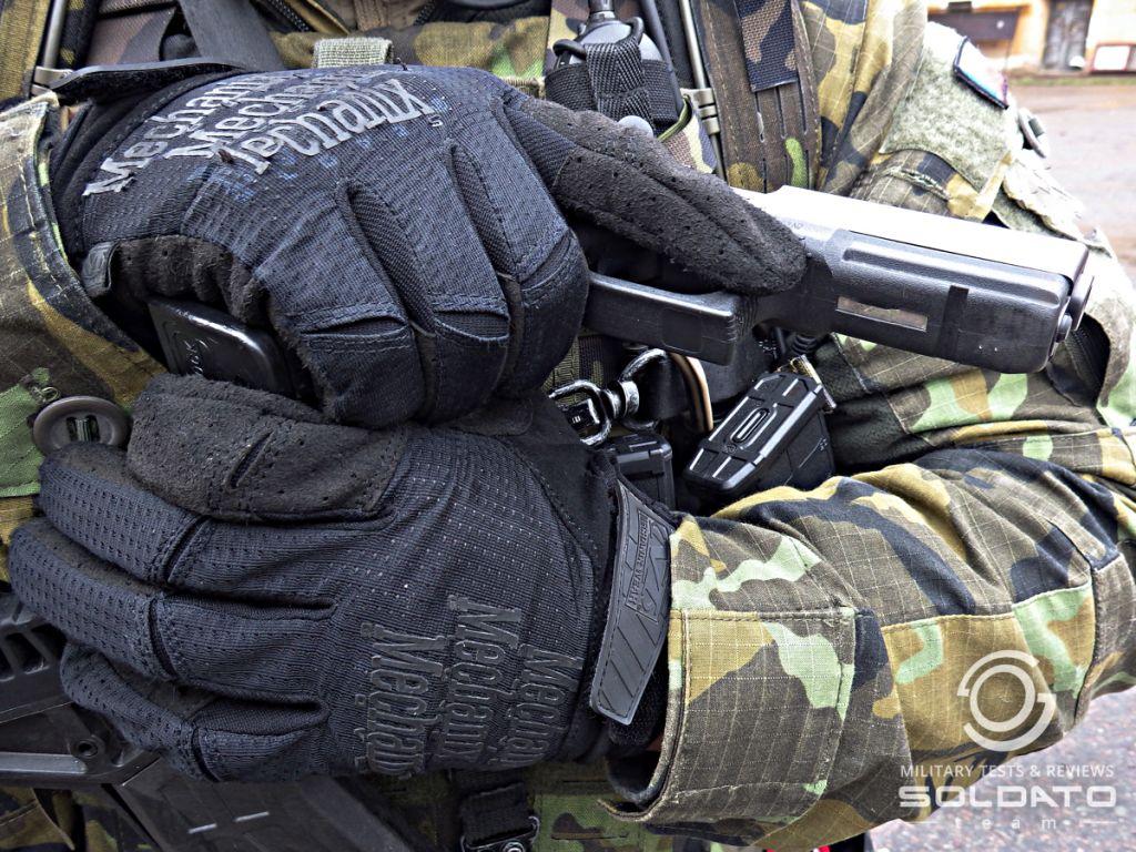Střelecké pozice s pistolí