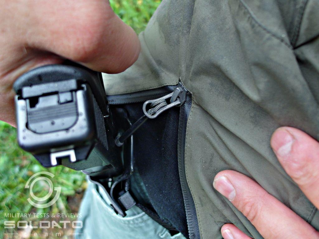 Tasení zbraně s obléknutou bundou