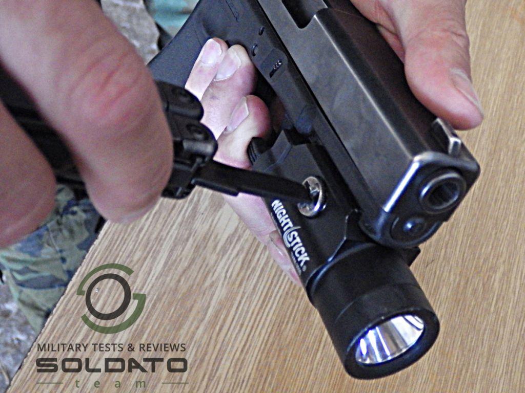 Zbraňové svítilny pro Glock
