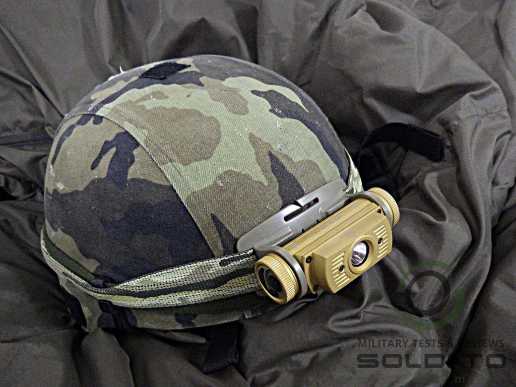 4elovka na vojenské přilbě
