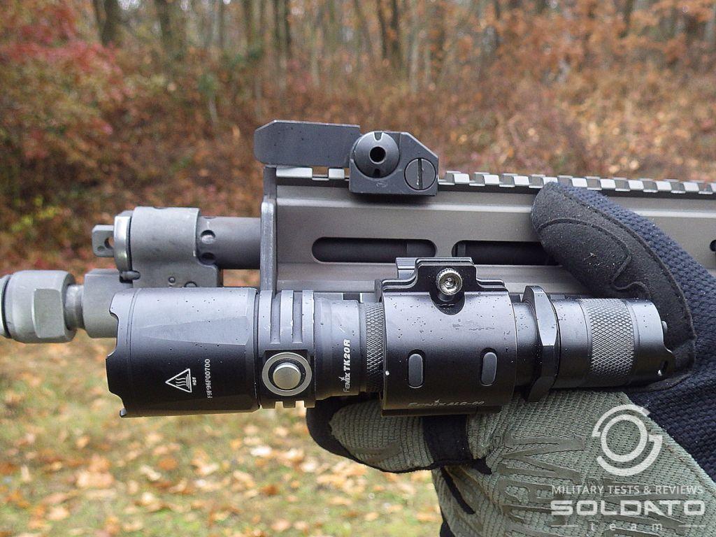 Jak vypadá svítilna na zbrani