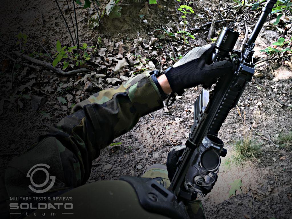 Jak se nosí taktická svítilna na zbrani