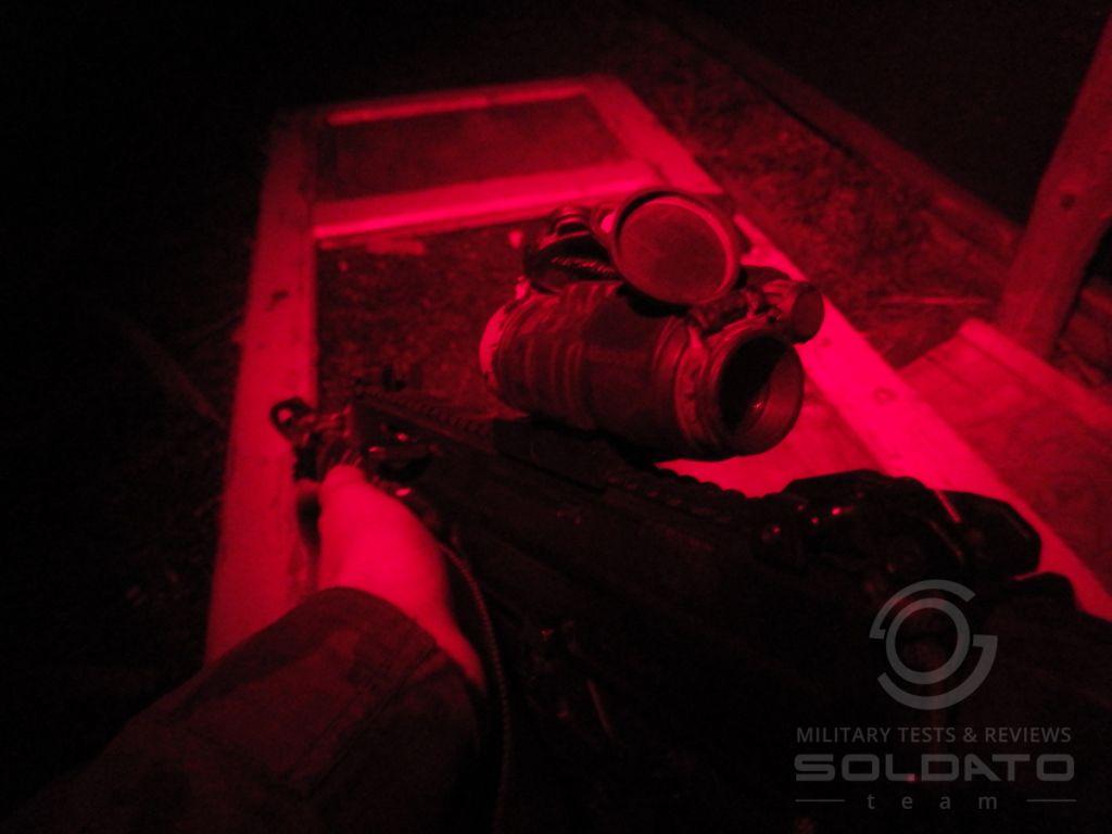 Čelovka s červeným světlem