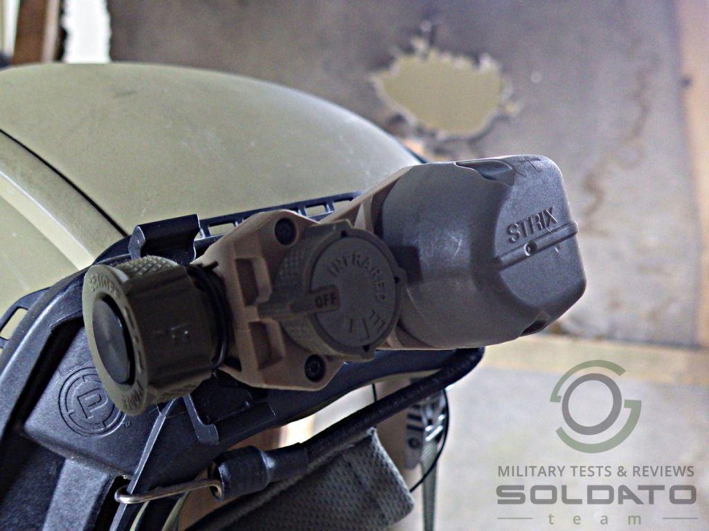 Svítilna na vojenskou přilbu