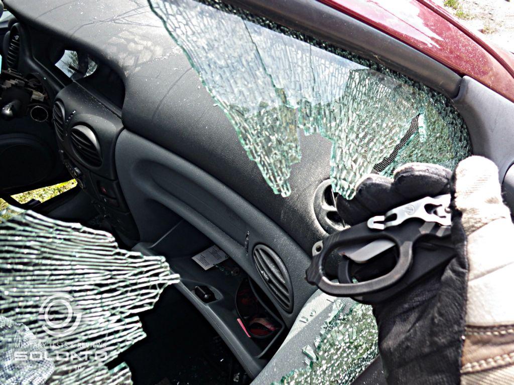 Jak rozbít sklo při autonehodě